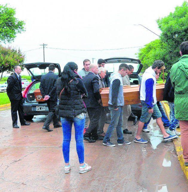 último adiós. Tres de las víctimas fueron sepultadas en Santo Tomé.