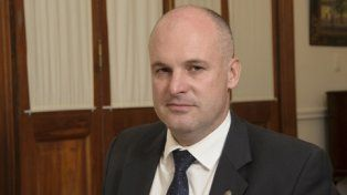 sin piedad. Henn cuestionó los posicionamientos políticos del jefe de la UCR nacional.