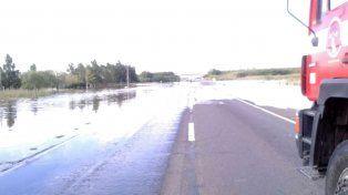 Varias rutas del sur provincial con agua sobre la calzada continúan cortadas tras el temporal