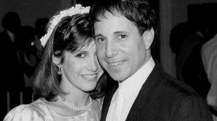 En 1983 contrajo matrimonio con el músico Paul Simon. Al año siguiente se separaron.