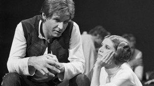 En 1978 la actriz dialoga con el actor Harrison Ford durante un parate del rodaje de una peliícula.