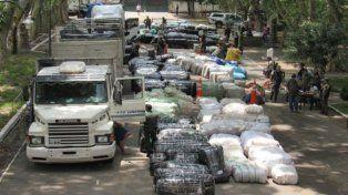 Gendarmería dio con unos 400 paquetes con diversos artículos de contrabando.