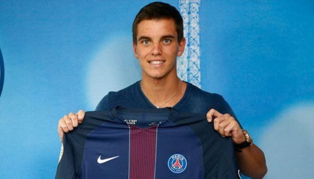 Gio Lo Celso posa por primera vez con la camiseta del equipo parisino.