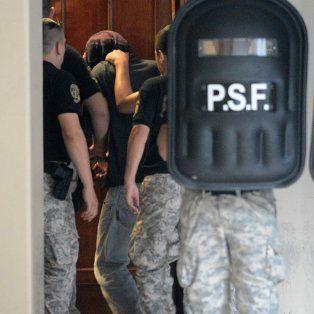 Marcos Feruglio ingresa a la audiencia imputativa realizada en los Tribunales de Santa Fe.