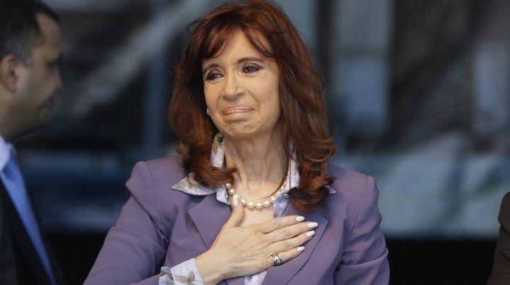 Cristina Fernández se defendió e ironizó sobre los 10 mil millones de pesos que le embargaron