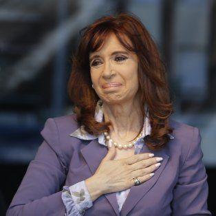 cristina fernandez se defendio e ironizo sobre los 10 mil millones de pesos que le embargaron