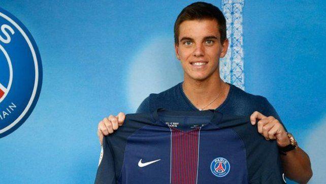 Giovanni Lo Celso llegó a Francia y posó con la camiseta del París Saint Germain