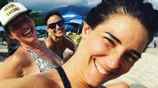 juanita viale publico sensuales imagenes posando en bikini desde la playa