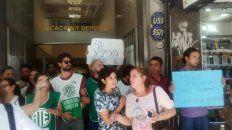 Los trabajadores protestan en el Ministerio de Educación. (Foto ATE)