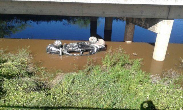 El auto perdió el control y las tres mujeres que viajaban dentro fueron rescatadas.