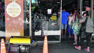 sport 78. Uno de los comercios de la zona que se vio afectado por la interrupción del servicio. Las ventas mermaron producto del apagón.