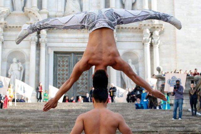 Cabeza con cabeza, batieron el récord Guinness de ascenso en equilibrio