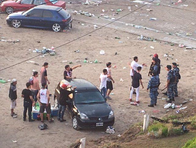 La Policía utilizó balas de goma y gases lacrimógenos para contener a los revoltosos. Hubo denuncias por abuso policial.