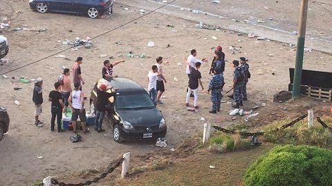 incidentes. Jóvenes y policías se enfrentaron en Buenos Aires y playa.