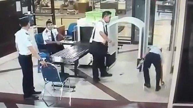 Un piloto borracho quiso volar un avión pero fue detenido a tiempo