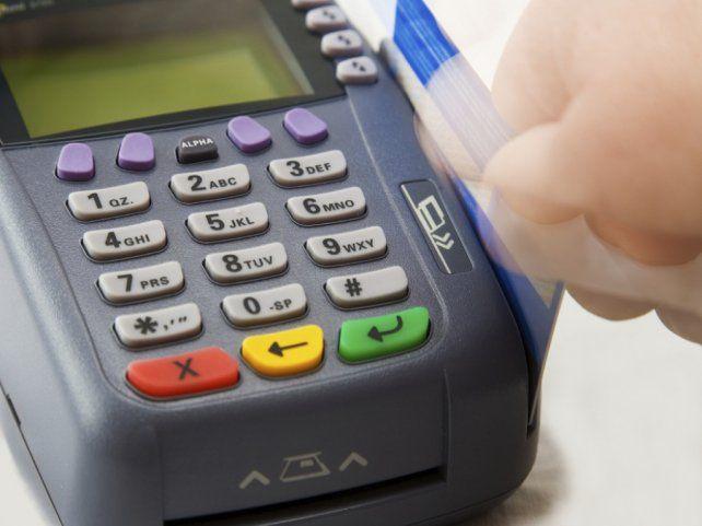 El gobierno eliminó el reintegro del 5 por ciento en compras con tarjeta de débito