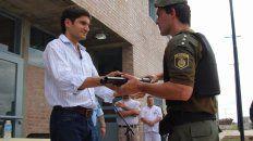 Pullaro entregó material al personal penitenciario de Piñero.