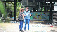 in situ. Personal de la Policía de Investigaciones inspeccionaba ayer el boliche donde ocurrió la desgracia.