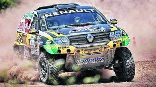 Embajador. Ardusso llevó a fondo a su Renault Duster en el primer especial. El parejense mostró muñeca pero aún debe familiarizarse con el Dakar y sus obstáculos