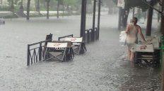 la tormenta de lluvia y viento dejo barrios inundados y cortes de energia electrica
