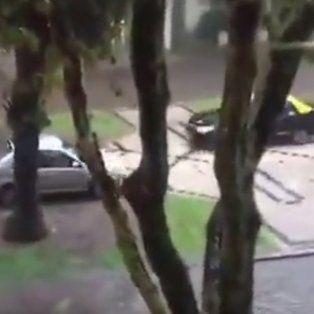 los rosarinos intentaron escapar  de la lluvia y provocaron situaciones insolitas