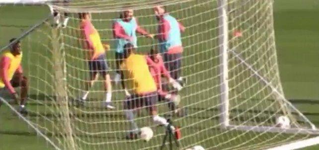 Messi demostró en la segunda práctica del Barcelona tras las vacaciones que su magia está intacta.