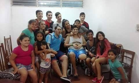 Dieron de alta al chico que fue atropellado por una camioneta policial y hoy fue recibido por sus amigos
