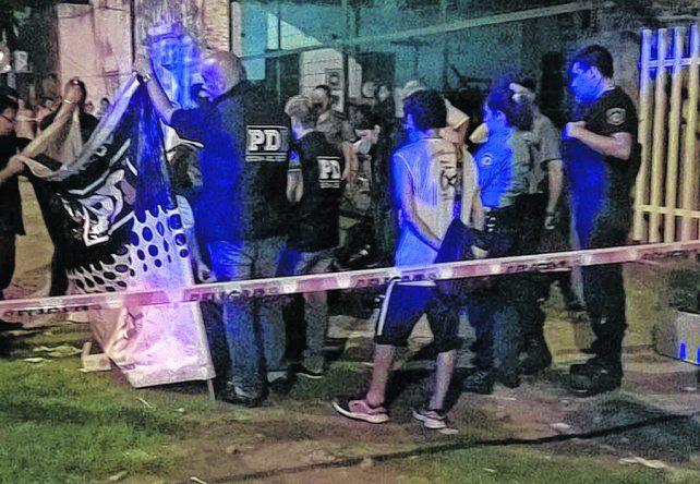 Agentes de la PDI trabajaron hasta entrada la madrugada donde asesinaron a Miguel Angel Villarroel.