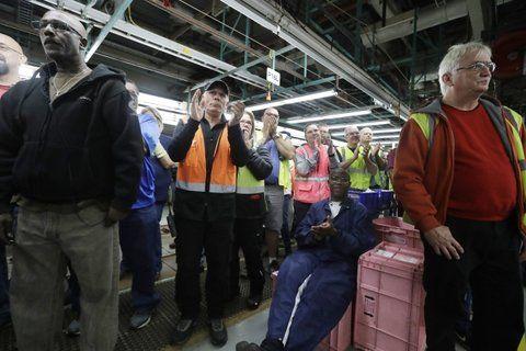 Proteccionismo. Operarios de la planta de Michigan mantendrán sus puestos tras el anuncio de Ford.