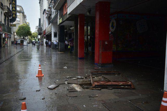 Un transformador de la EPE explotó ayer en la tormenta y dejó sin energía eléctrica a muchos usuarios.