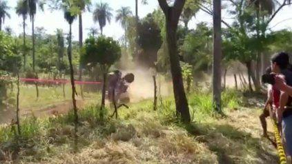 un corredor del rally dakar salvo su vida de milagro tras un espectacular accidente con su cuatriciclo