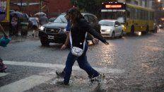 Las calles anegadas fueron una constante tras el temporal de ayer en Rosario.