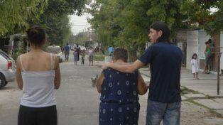dolor. Familiares del pequeño Tiziano en las calles de Las Flores