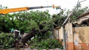 El municipio defendió el trabajo que llevó adelante para ayudar a los vecinos afectados por la tormenta.