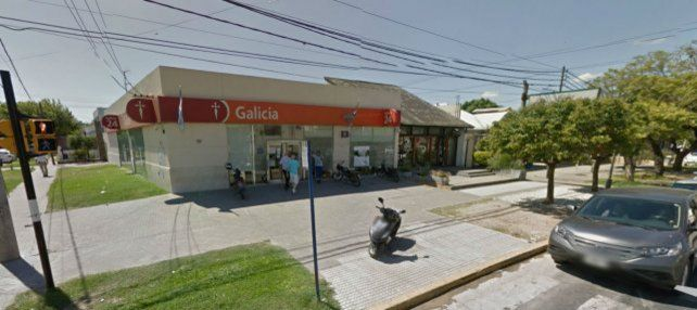 Un hombre fue baleado en la pierna al resistirse a un asalto frente a su taller mecánico