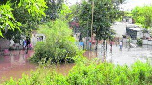 Tragedia. Por la crecida del arroyo entraron 20 centimetros de agua.