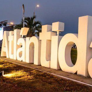 El cartel de Atlántida se exhibe sobre la ruta Interbalnearia.