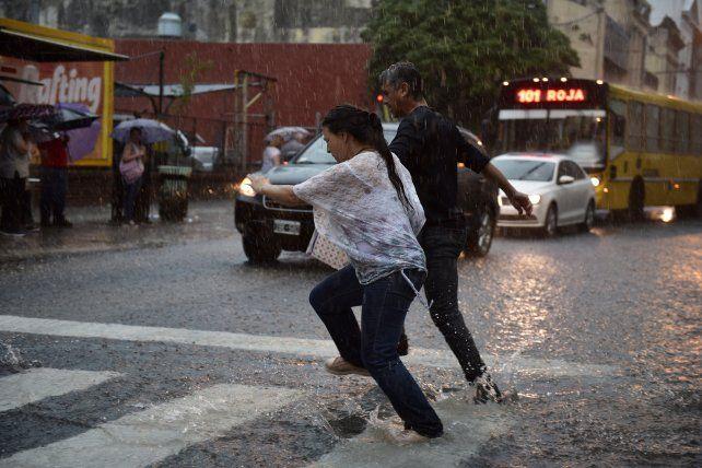 El Servicio Meteorológico advirtió que podría continuar las tormentas en Rosario al menos hasta el martes.
