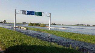 Corte total en la autopista a Santa Fe a la altura de Arocena por el desborde del arroyo Colastiné