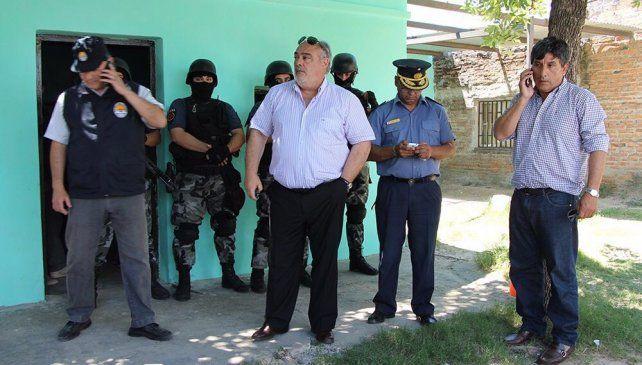 Colombi (centro) durante el fuerte encuentro que tuvo con el titular antinarcóticos de Santa Fe