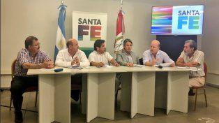 Contigiani y otros ministros del gabinete provincial durante la rueda de prensa.