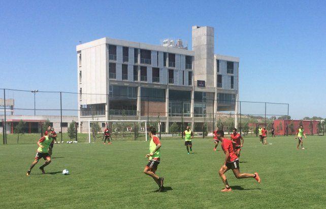 El plantel de Newells volvió a entrenarse y el domingo viaja rumbo a Mar del Plata.