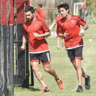 Ignacio Scocco y Mauro Formica corren a la par en el primer entrenamiento del año.