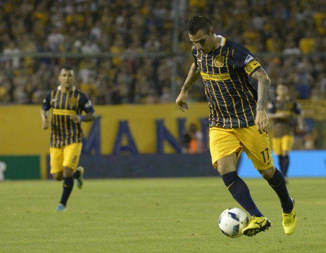 Al pie. Herrera ponderó las virtudes del DT uruguayo Paolo Montero.