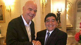 Diego y la máxima autoridad de la Fifa