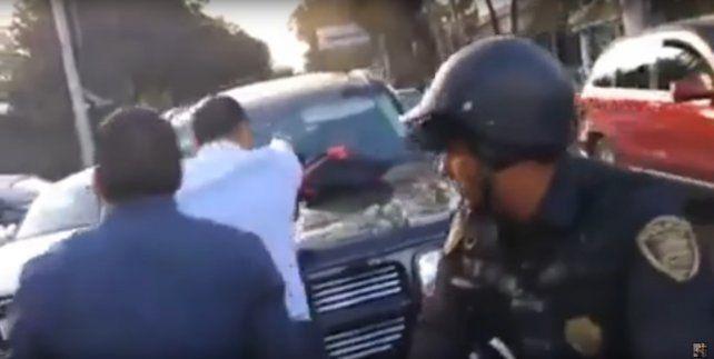 Un hombre tuvo un ataque de furia al encontrar al amante de su mujer manejando su camioneta