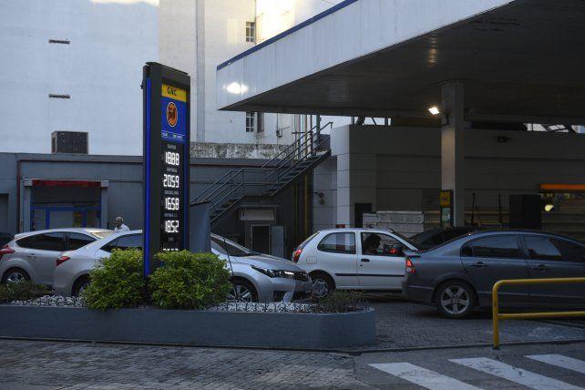 El precio de los combustibles aumentará desde mañana en todo el país