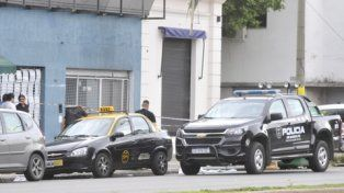 escena. Ayer la policía trabajaba en el lugar donde se desató la balacera.