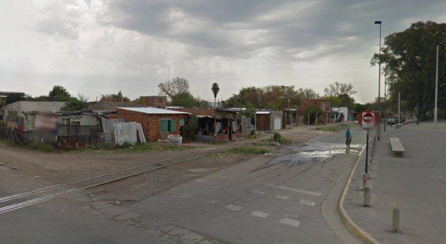 La madre de la joven violada y acuchillada aseguró que el atacante es su vecino