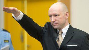 El asesino de Oslo dice que se violan sus derechos humanos